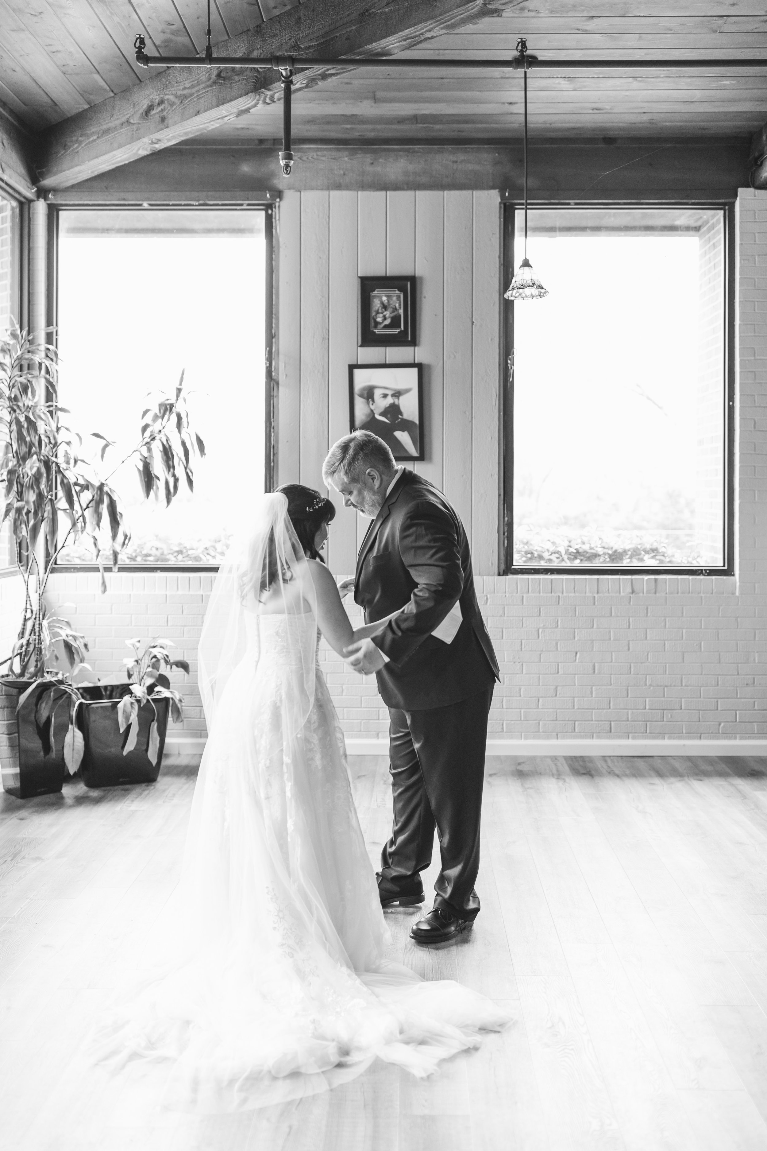 104_Colin+Jessica_WeddingBW.jpg