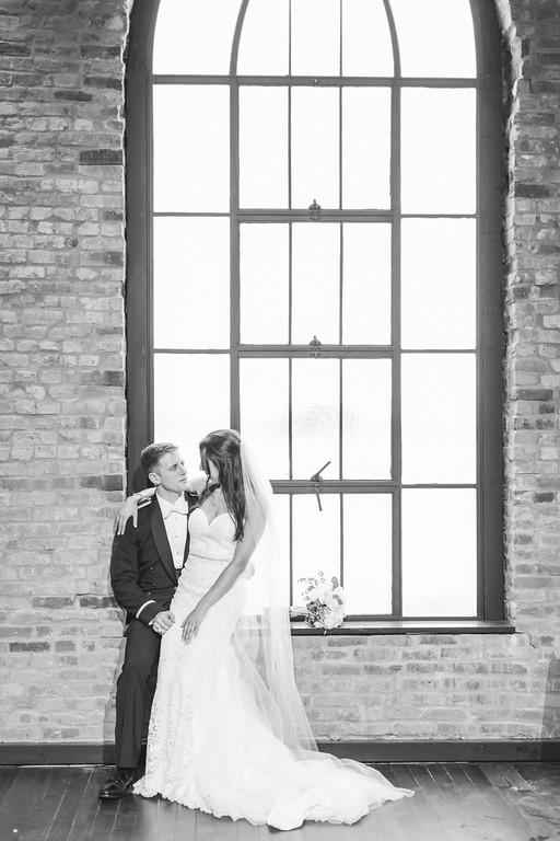 685_Anthony+Laura_WeddingBW-XL.jpg