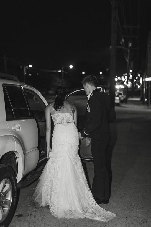 984_Anthony+Laura_WeddingBW-XL.jpg