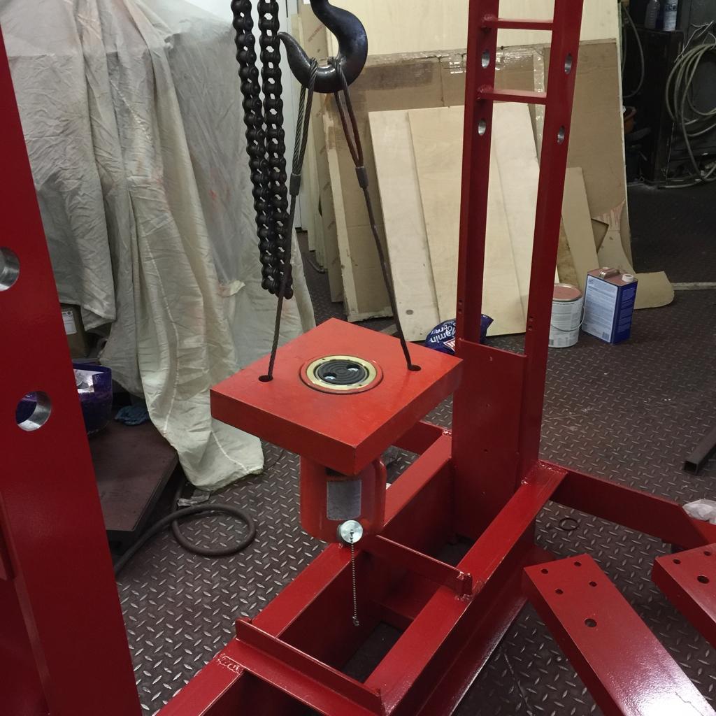 Lowering hydraulic ram into press