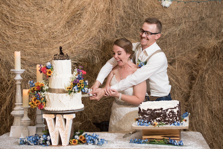 116 cutting the cake in farm wedding in texas.jpg