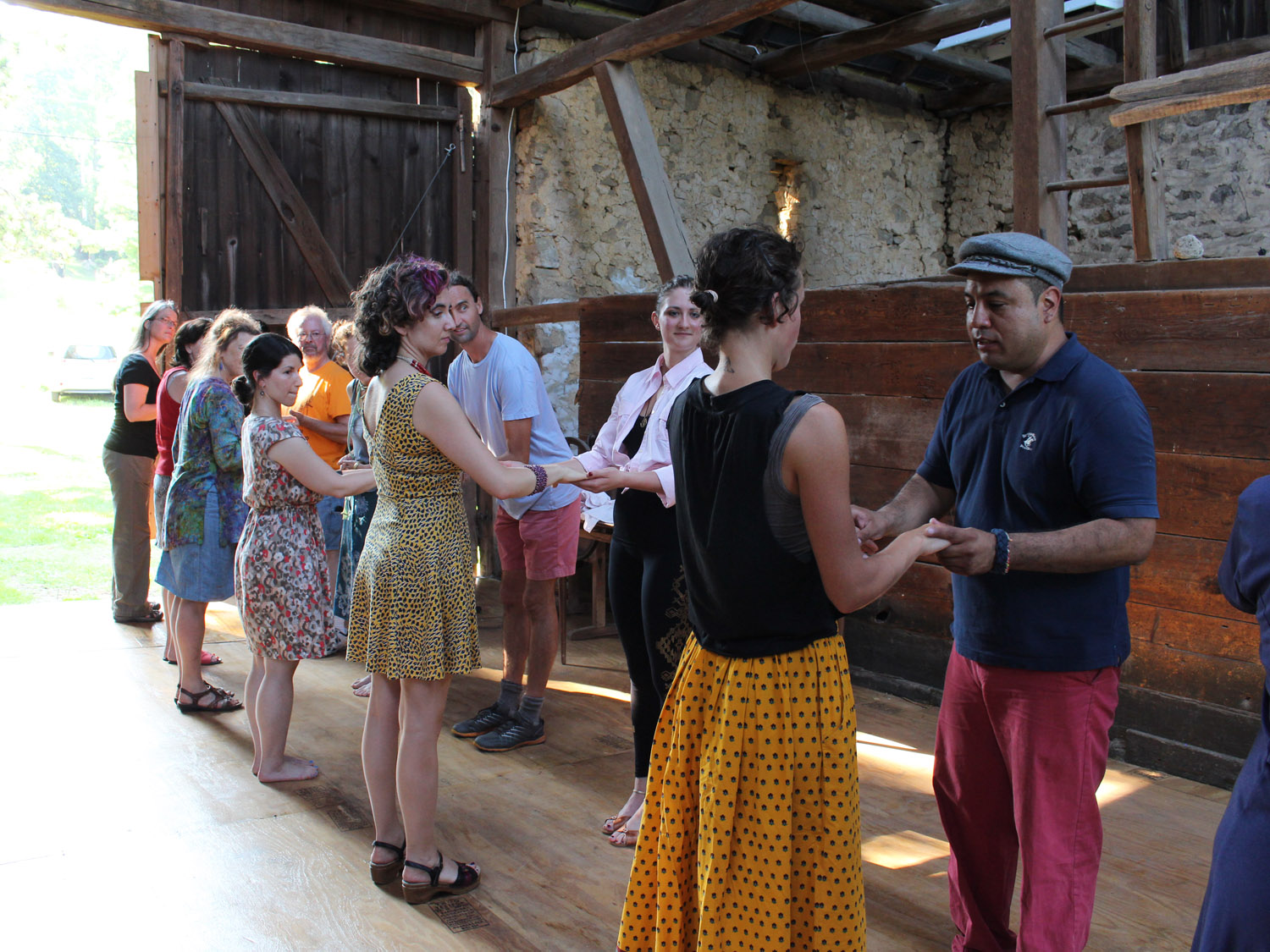 Daniel EGUSQUIZA leading salsa at an arts in the fields event