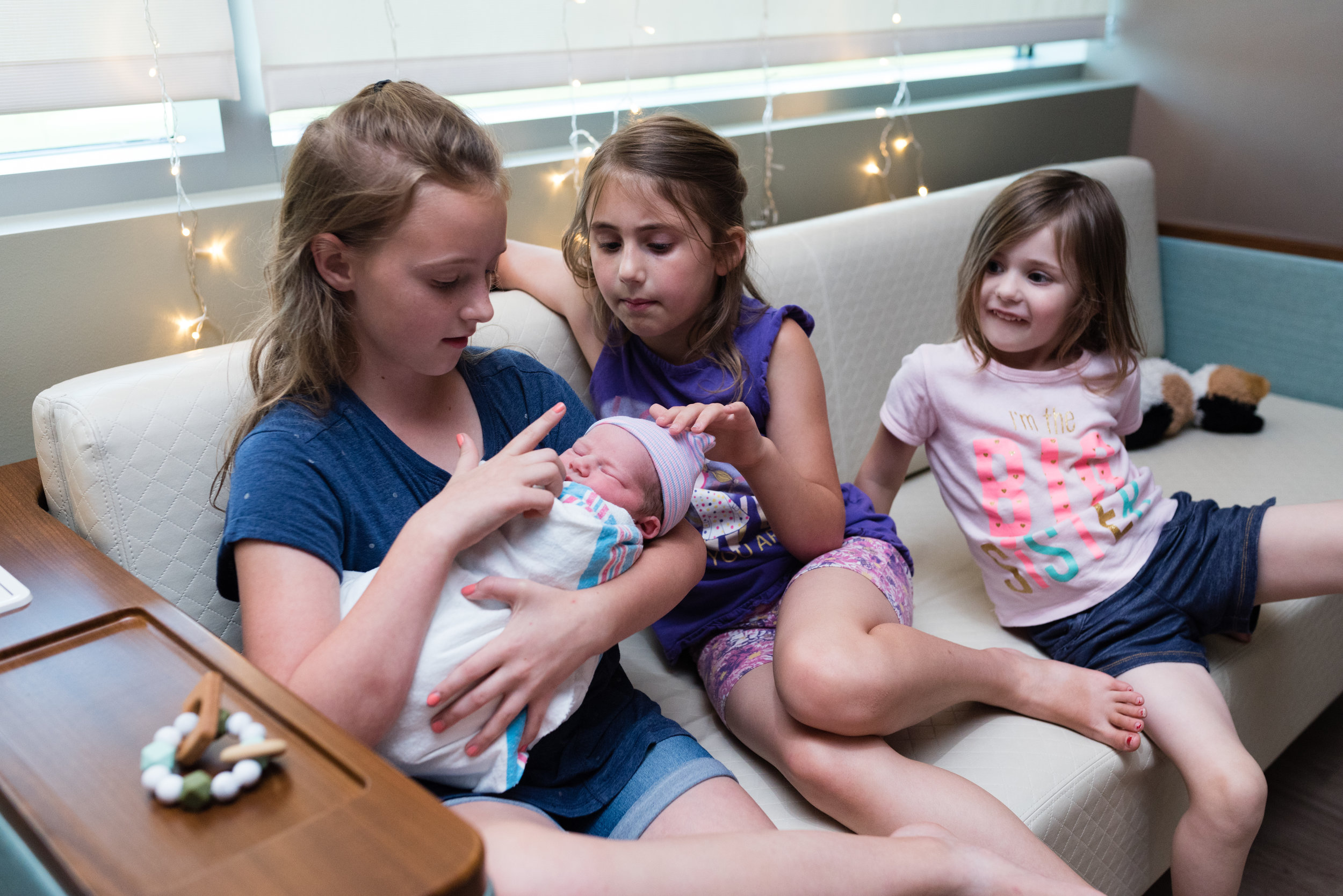 newborn meeting siblings