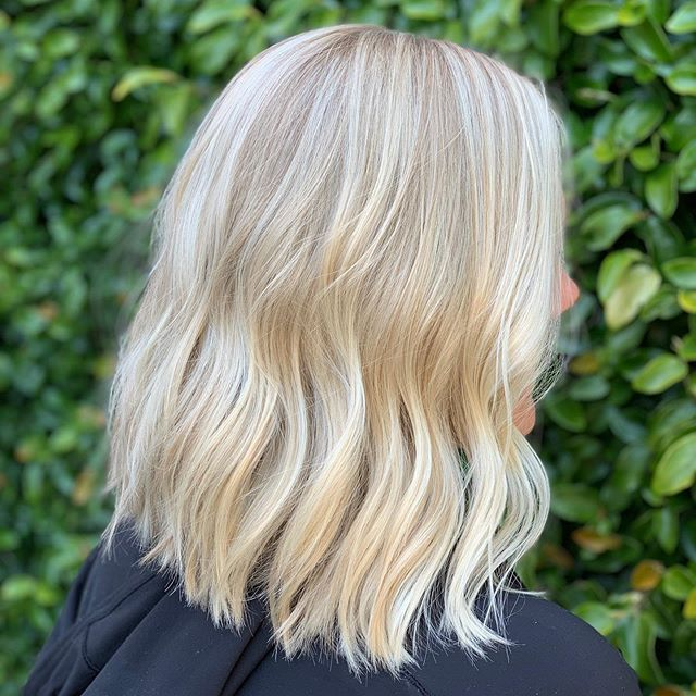 BE BRIGHT ✨ Shiny blonde waves. Color by Angel G @styledbyangelg #goldwellapprovedus
