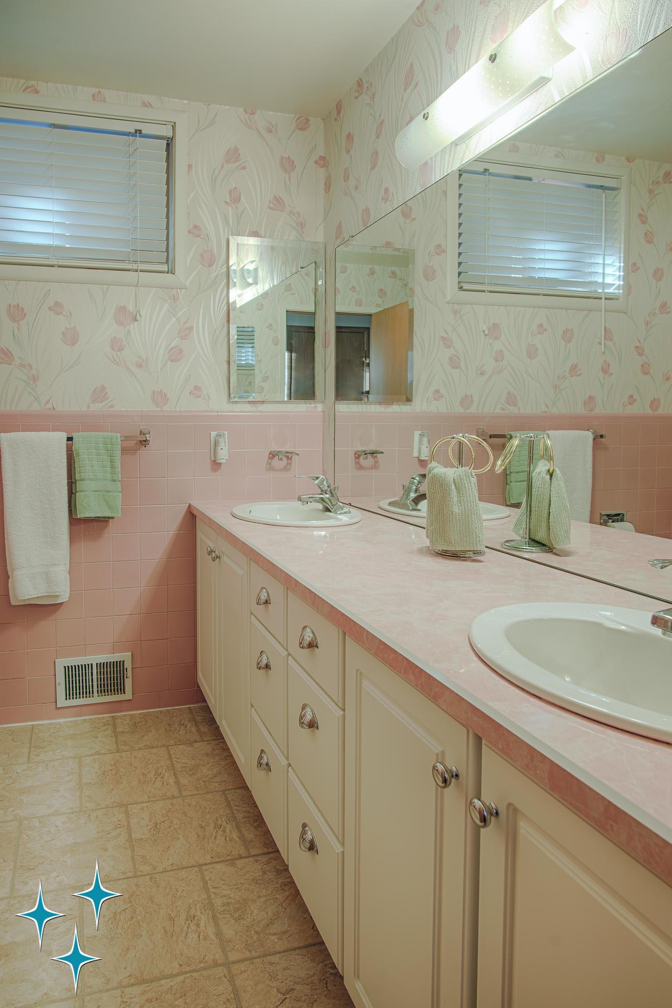 Adrian-Kinney-4155-W-Iliff-Avenue-Denver-r-Carey-Holiday-Home-2000w50-3SWM-28.jpg