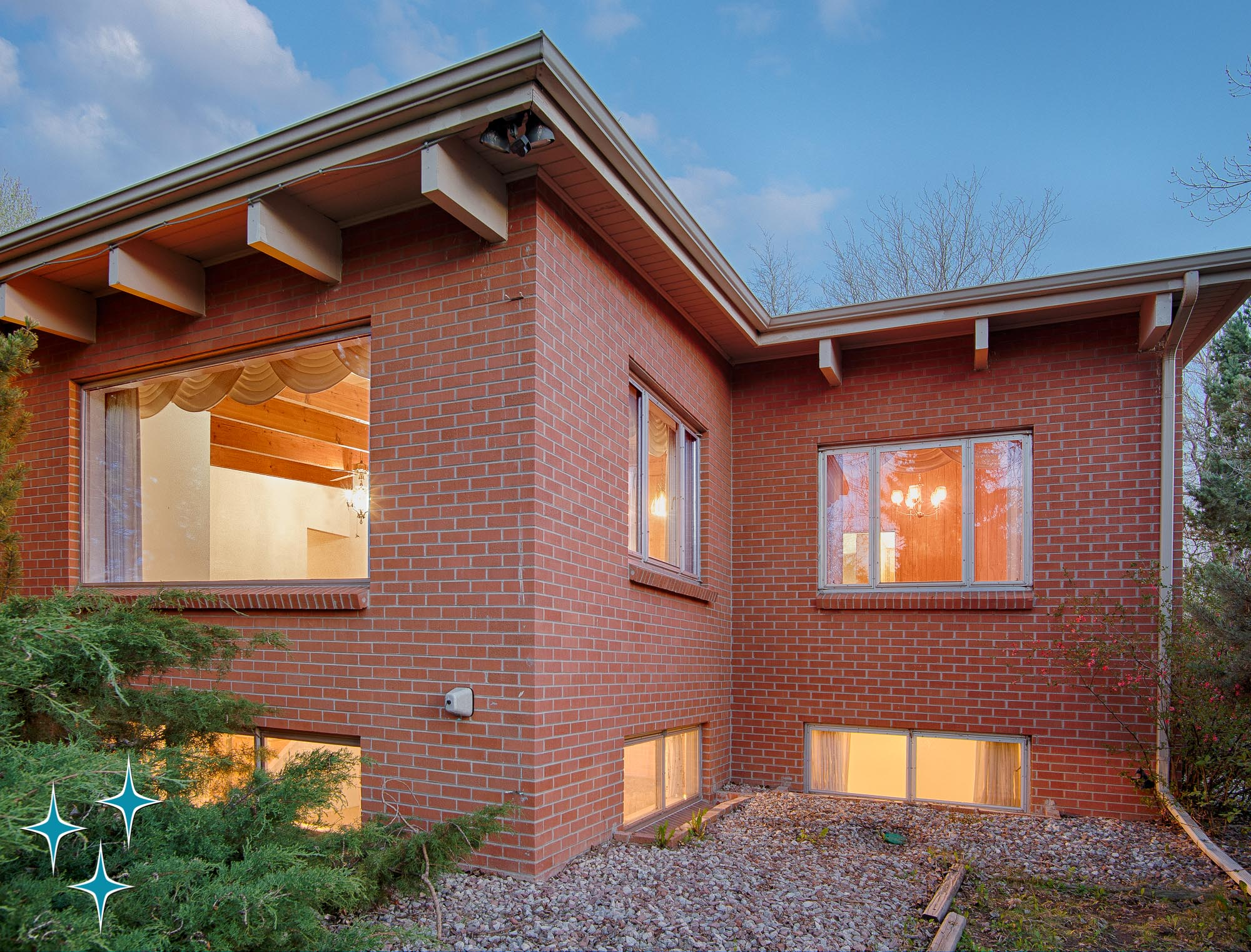 10350 W 35th Avenue, a mid-century modern all-brick rambler in Wheat Ridge, Colorado. SOLD by Adrian Kinney, Broker Associate, Resident Realty South Metro.