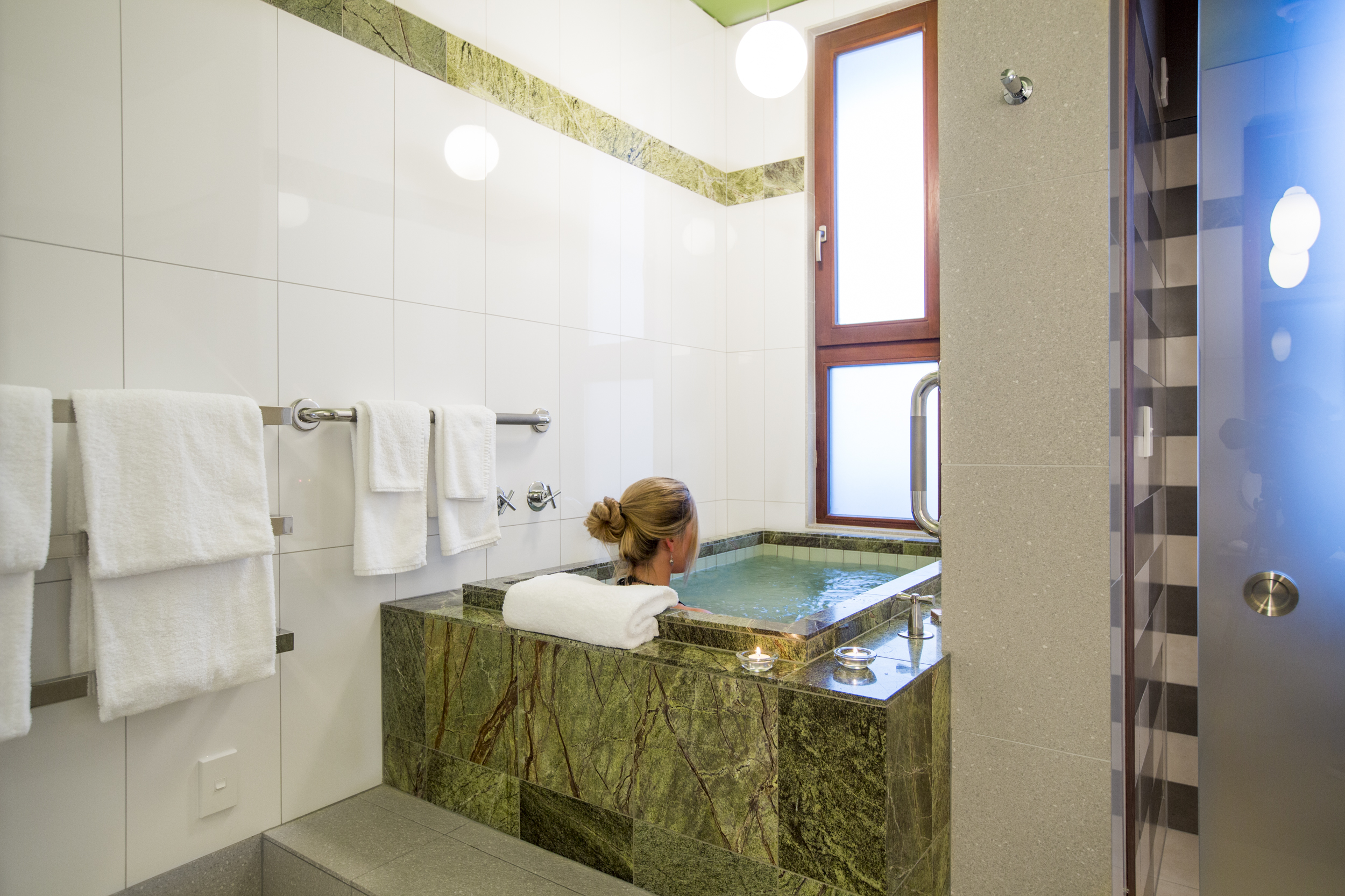 The depth and seating bench allow full body emersion in the soaking tub.