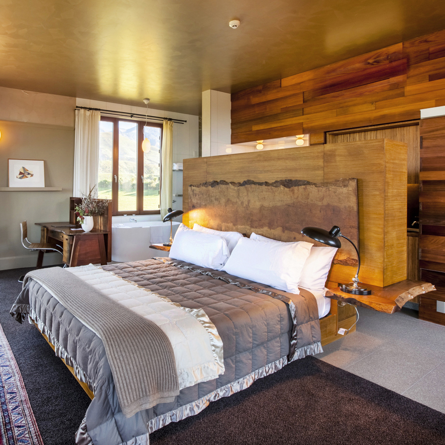LODGE ROOMS -