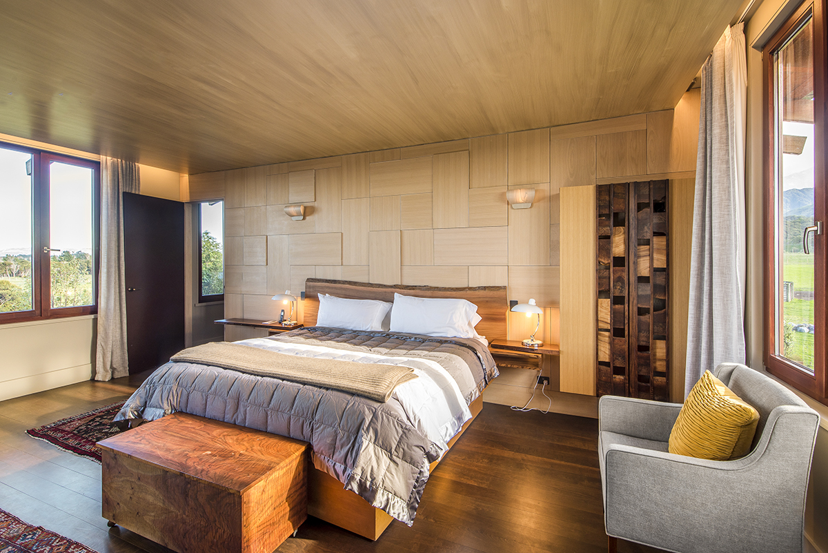 The Olive House is elegantly set in Hapuku's unique style, with our custom made furniture complemented but the use of timber and ceramics, with textured wooden walls & hardwood floors.