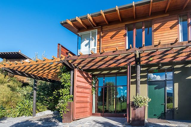 The Olive House can host a large family or a group with its 3 bedrooms and living room.
