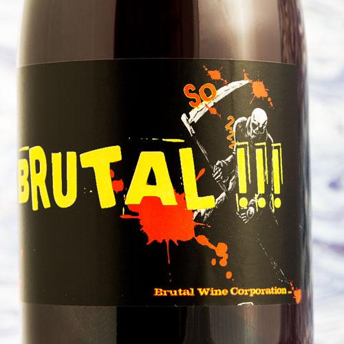 Joan ramon is medeoprichtrer van de brutal wine corporation, waar meerdere vin nature producenten aan meewerken