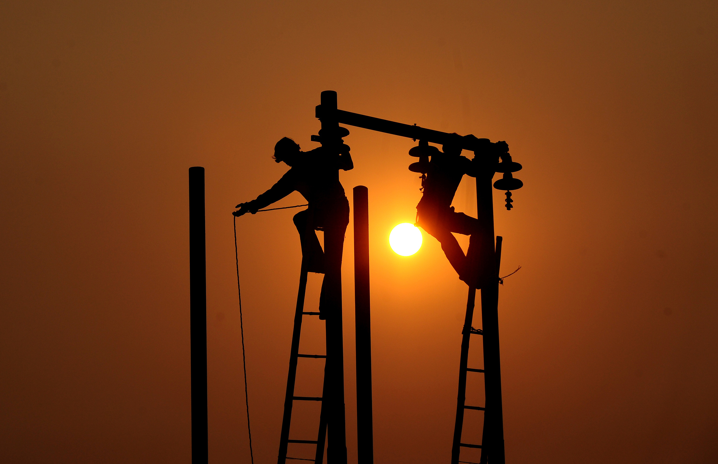 electricity-sunset-workers-afp.jpg