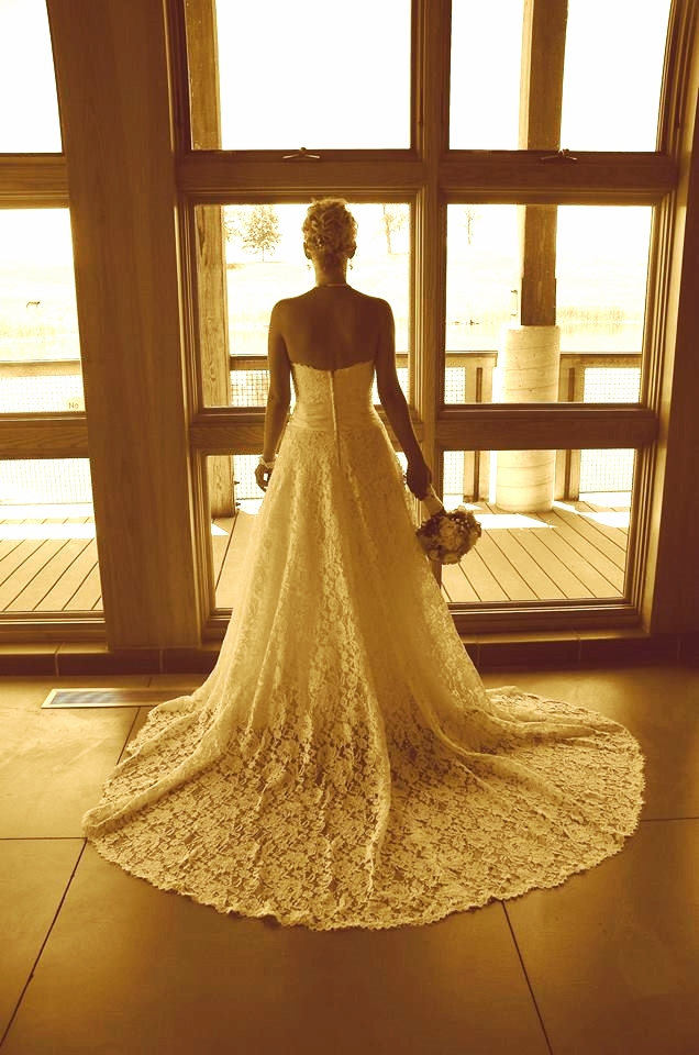 great photo of tailored gown with train.jpg