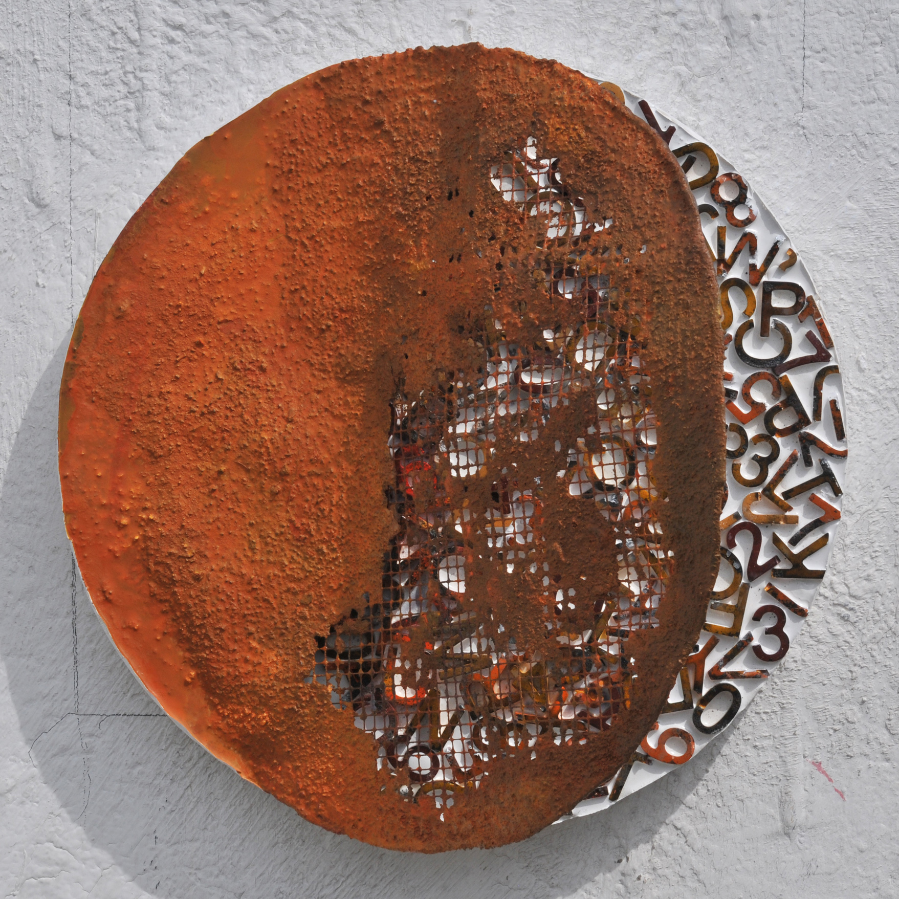 Object, mixed media on wood, D 36cm, 2019