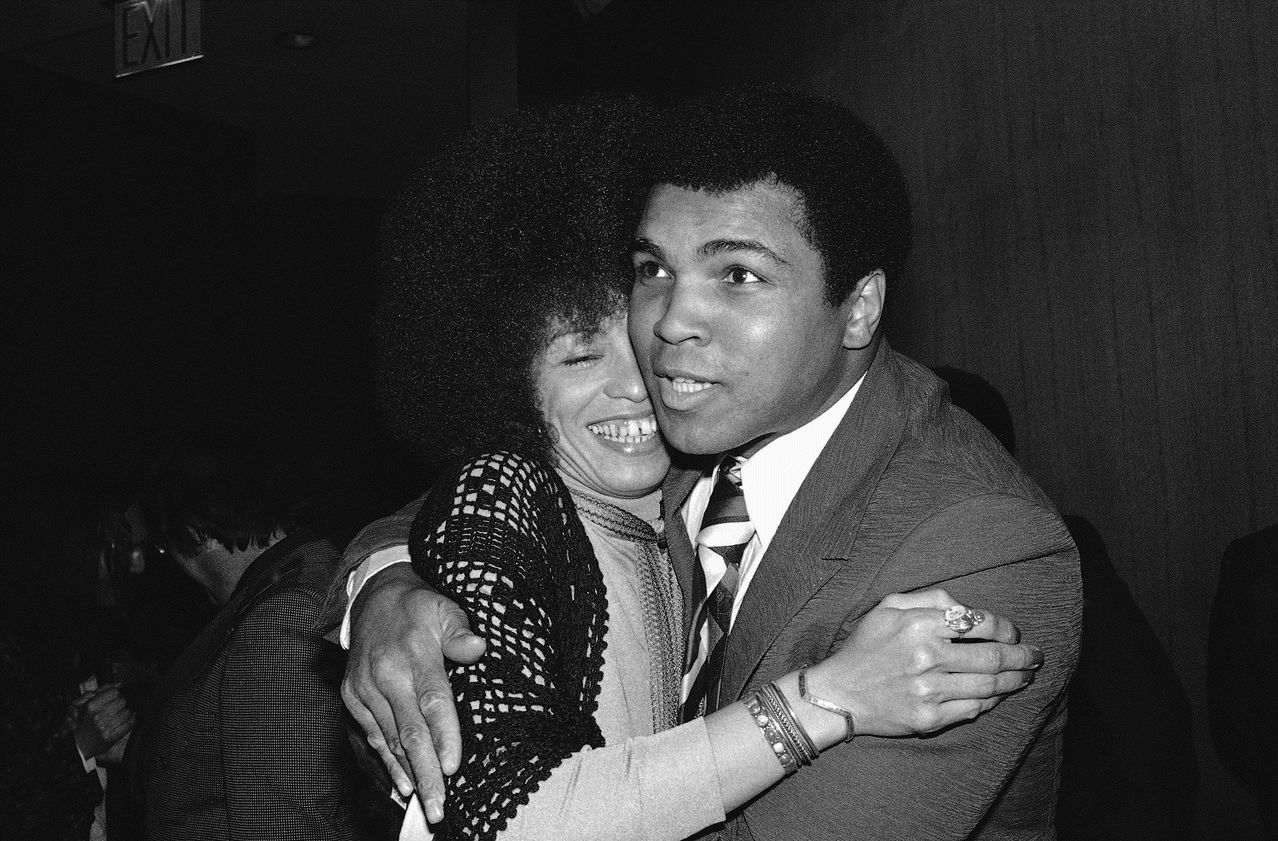Ali with Angela Davis.