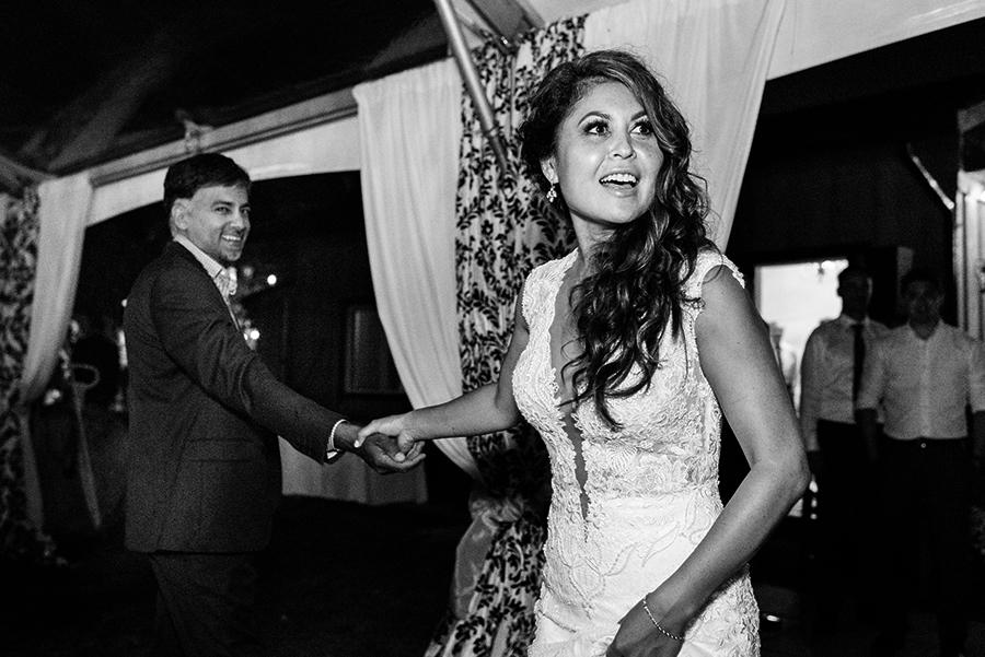 37550_385_storytelling-wedding-photographer.jpg