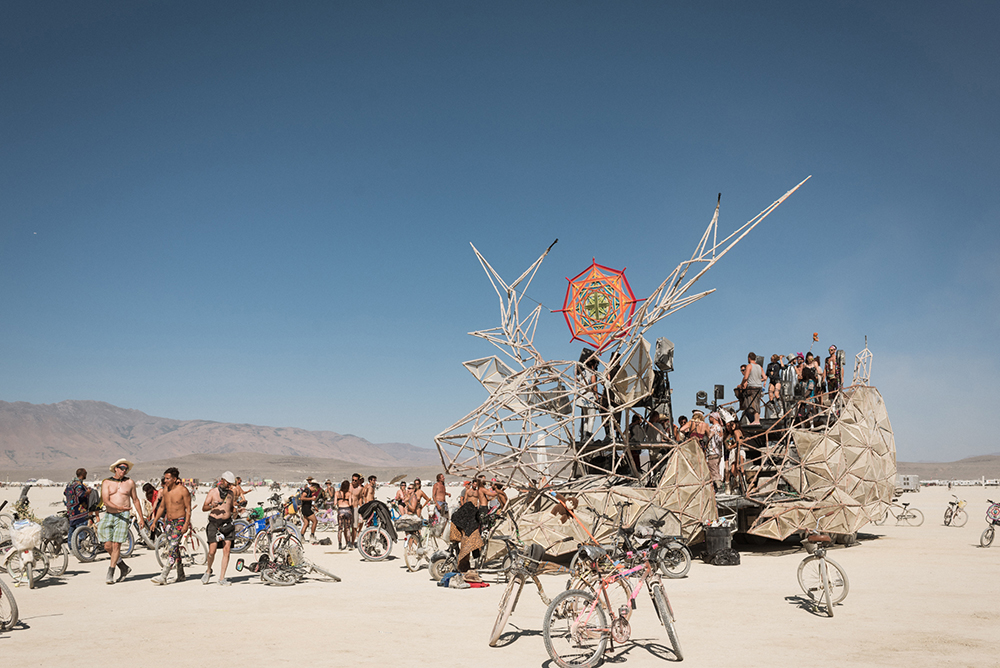 34100_28979_burningman2018_helenecyr.jpg