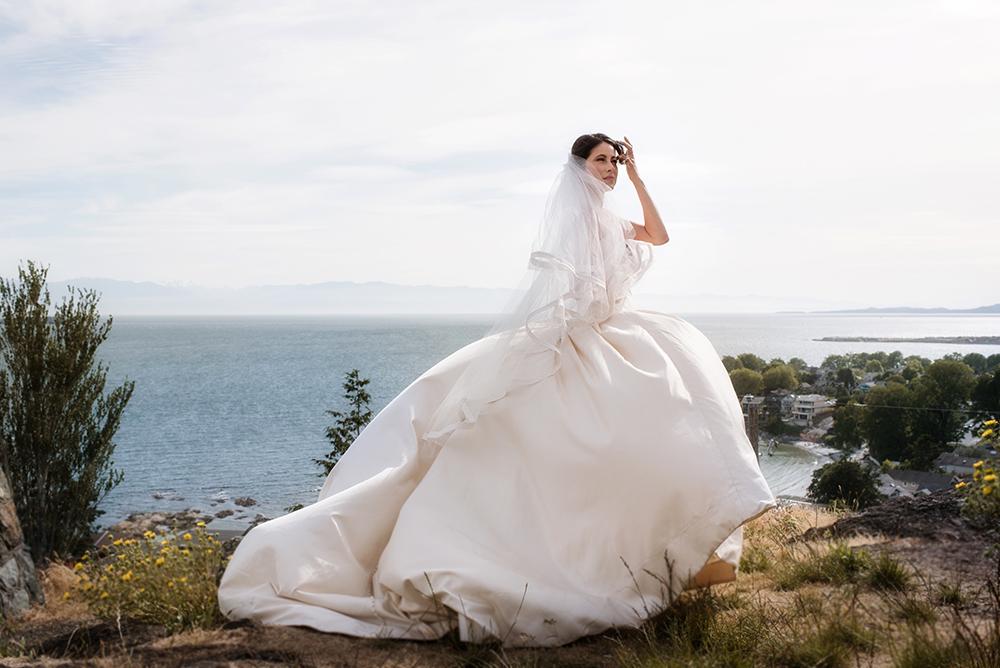 28635_094-craigdarroch-castle-wedding-helenecyr.jpg