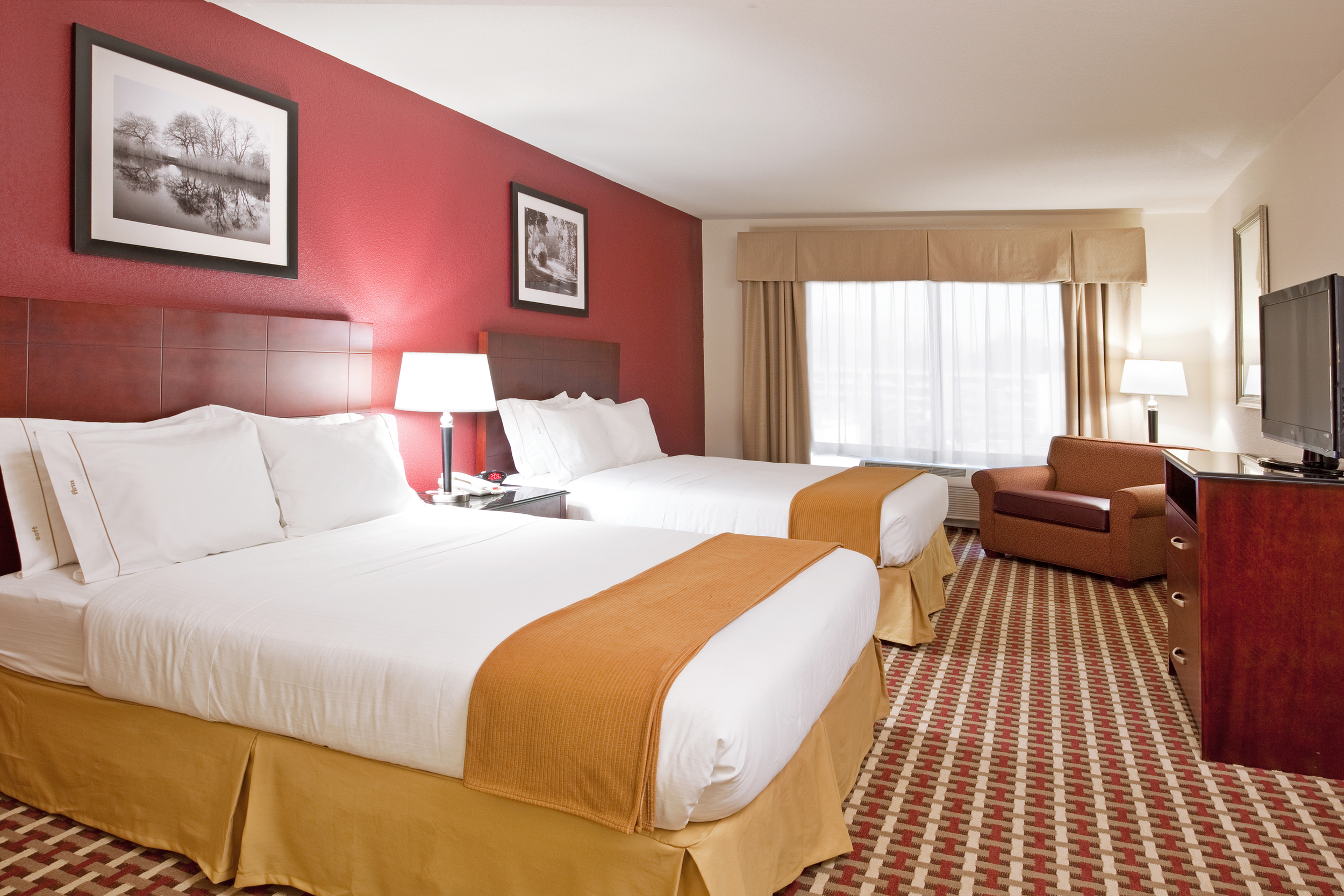 CMHOL-HIEX-COLUMBUS-EXTENDED-2-QUEEN-SUITE-WITH-SLEEPER.jpg