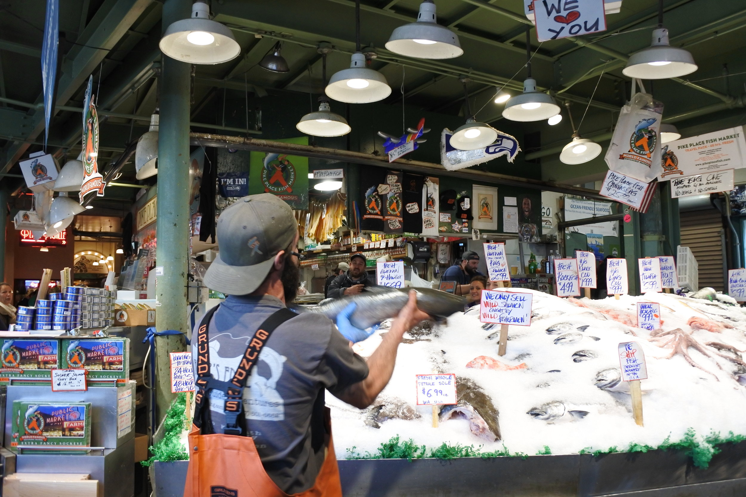 Fish-throwing musical-like entertainment at Pike's Public Market