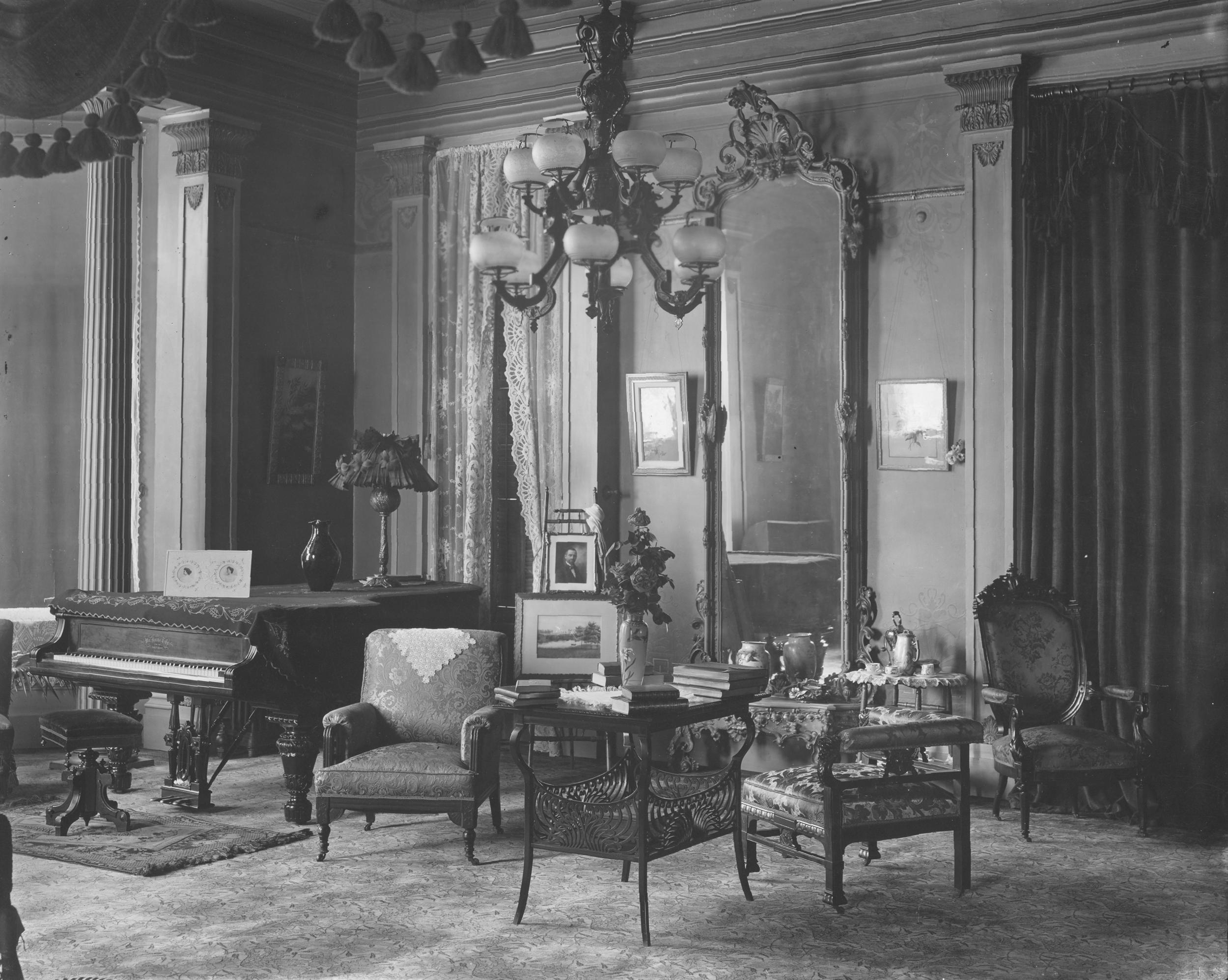 1893-97 Interior 2Gov. Altgeld Interior IHPA.png