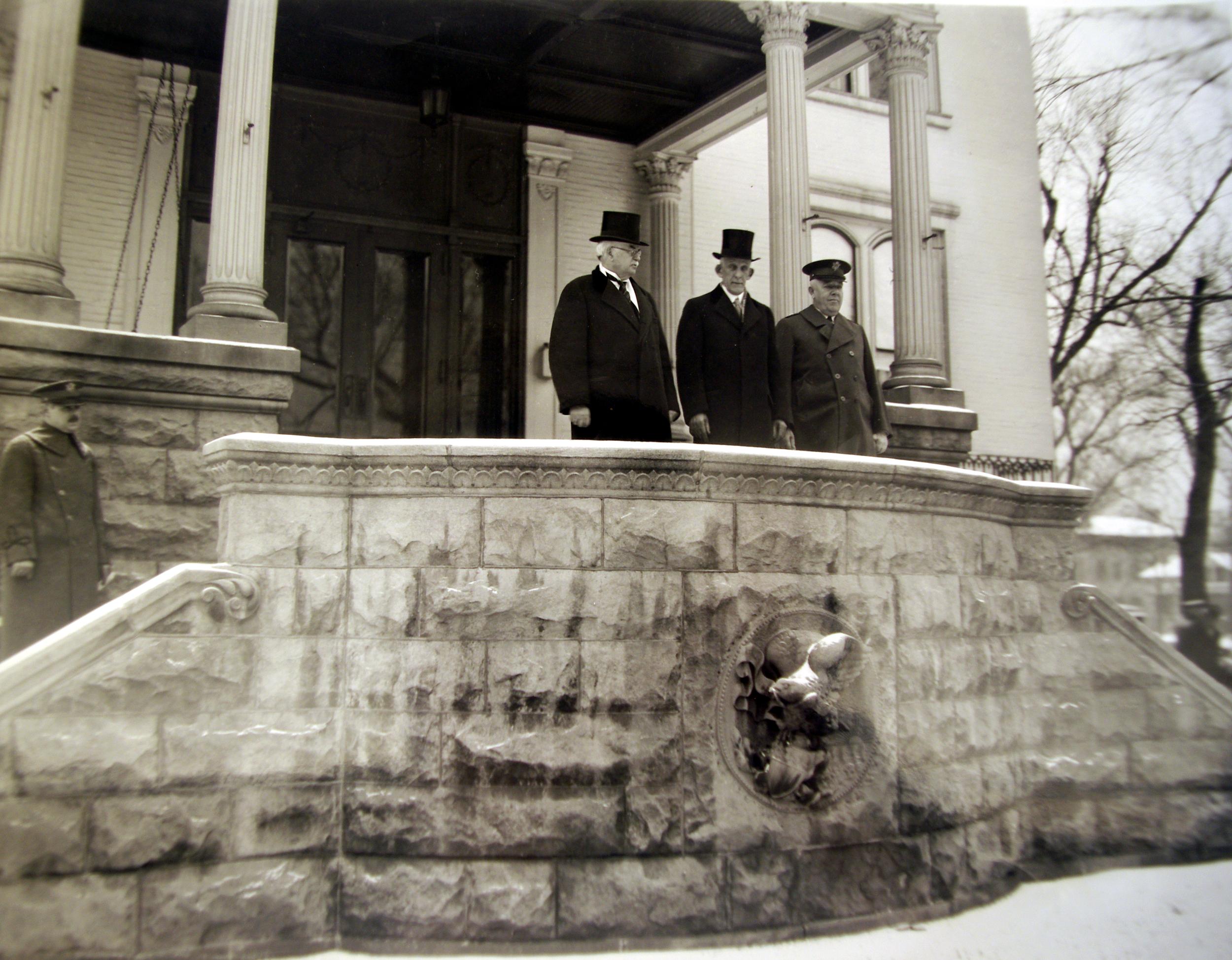 Gov. Emmerson Mansion front ALPML.png