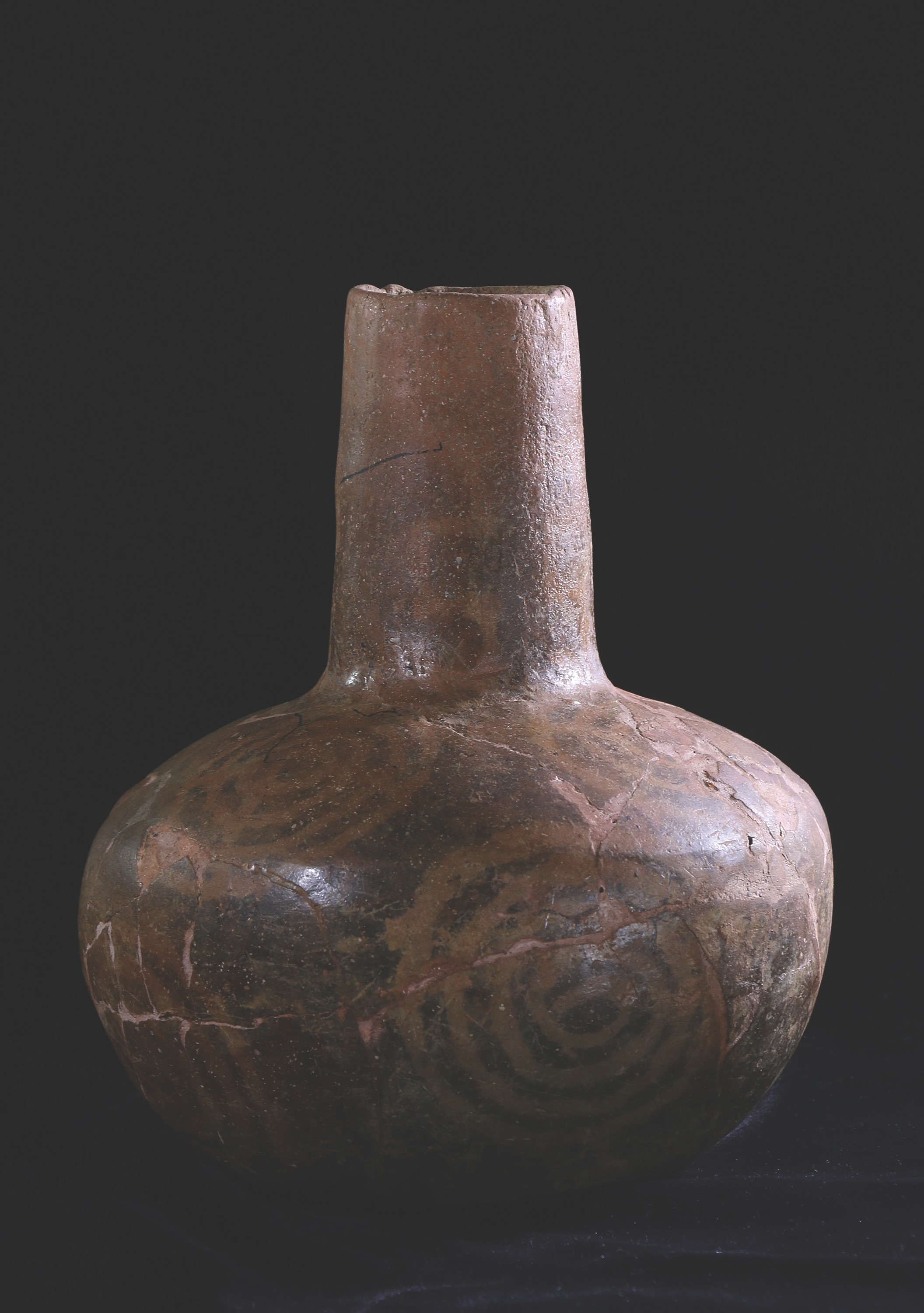 Middle_Mississippian_Negative_Painted_Bottle.jpg