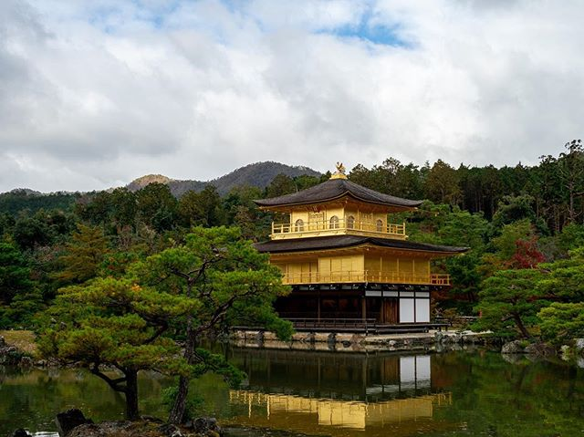 A typical shot of Kinkaku-ji, the Golden Pavilion...and then a more honest shot depicting the behind-the-scenes experience. . . . . . #getolympus #olympus #omd #OMDrevolution #em1mkⅡ #em1mk2 #olympusomd #kyototravel #kyoto #unknownjapan #instagramjapan #voyaged #japanrevealed #visitjapan #wondermore #travellife #traveladdict #neverstopexploring #earthoutdoors #exploretocreate #discoverearth #wondermore #roamtheplanet #stayandwander #fantasticearth #earthscope #folkscenery #candidfm