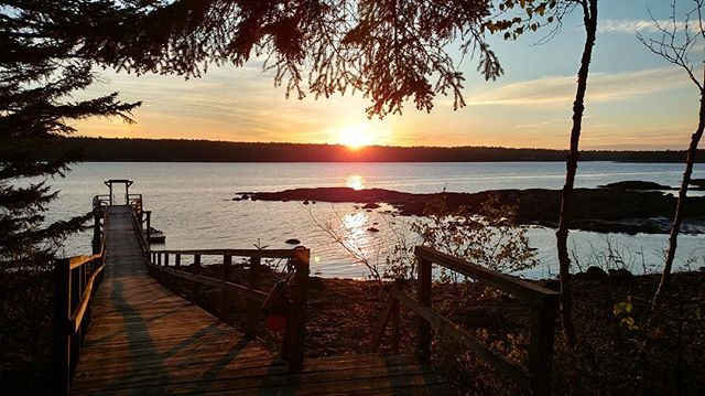 Monday blues? Not with this view! Sip your coffee or read a book as you watch the sunrise and we promise your day will start off great! #floodscove