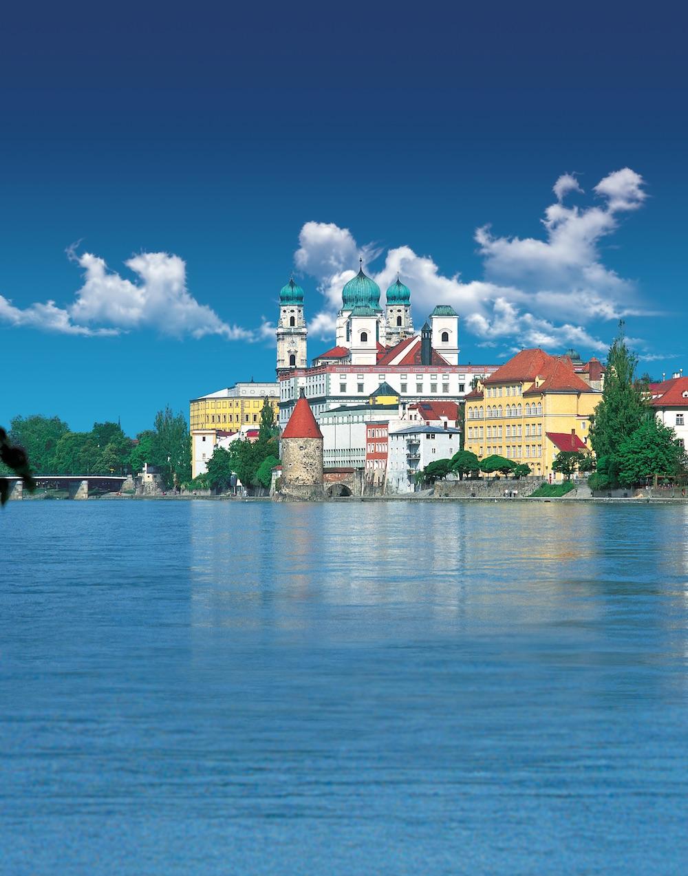 CC_Passau_Cathedral_Riverside.jpg