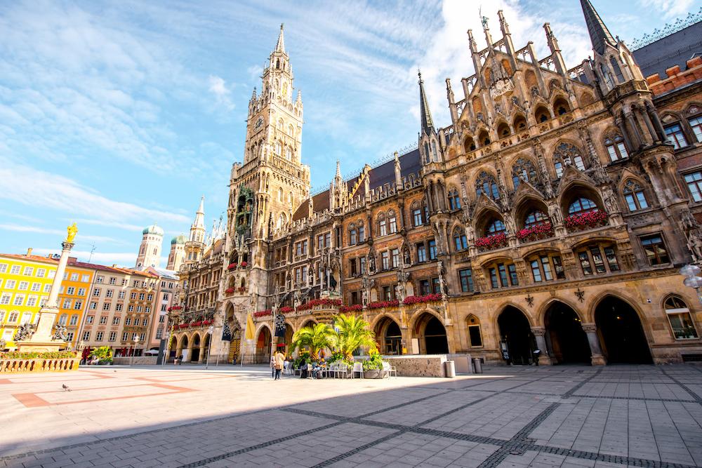 Munich_Marienplatz_Rathaus.jpeg