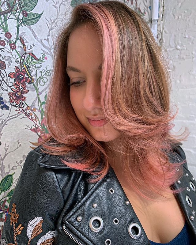 #INLOVE with #pinkhair 😍🌸 DM me for your next session at @livebytheswordsalon in Williamsburg 💝✂️ Cut & Color by yours truly  Styled with products by @amikapro & @amika