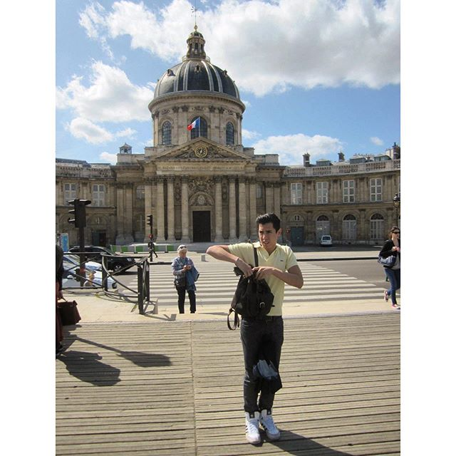 A throwback to being flustered in Paris...with great hair. 😉👌🏽