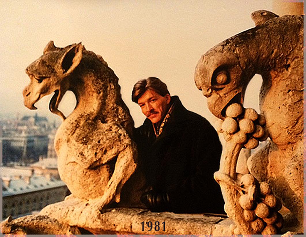 1981年、ノートルダム寺院にて