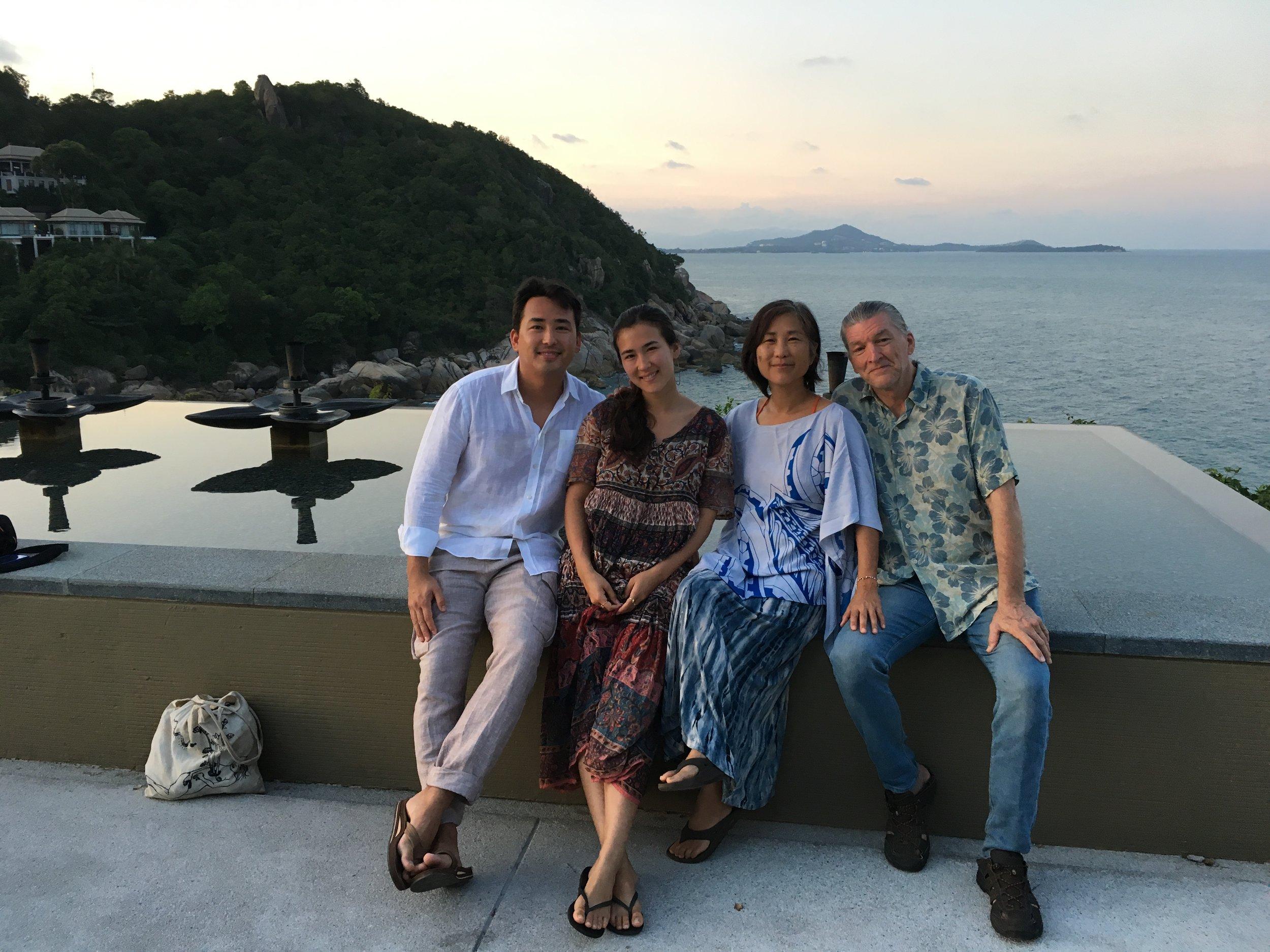 サムイ島にて。バニャンツリーホテルでディナー前のサンセット。