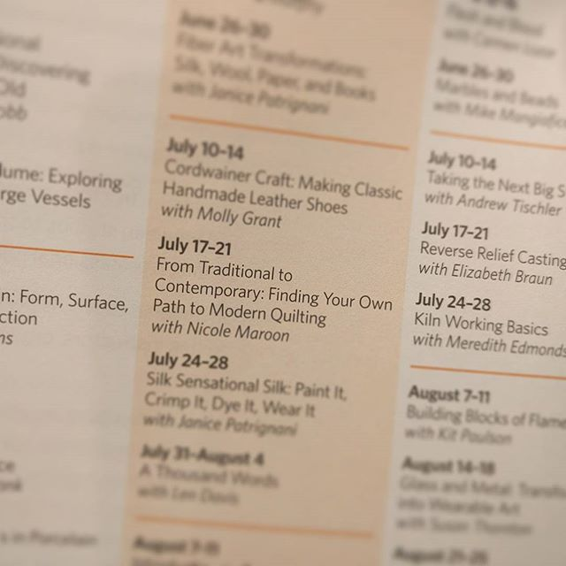 Hey, east coast crafters and those who love to travel! I'm teaching a weeklong event at @touchstonecenterforcrafts in July. It's a gorgeous area of PA, and we are going to have a blast! We will be learning about the evolution from traditional to contemporary in the quilting world. Visit their site for more info, or DM me! ❤️