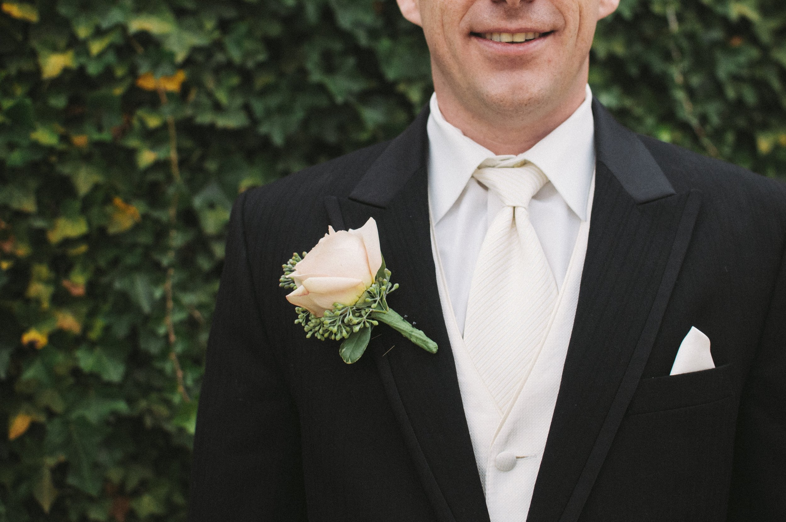 flower-formal-groom-177328.jpg