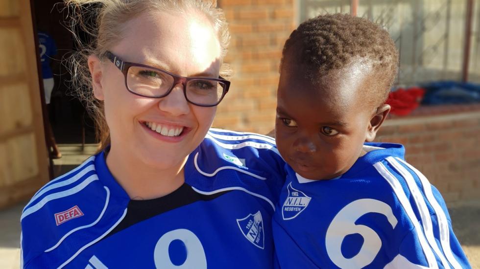Hjelpearbeidar : Lene Rodegård driv Midlands Childrens Hope Project i Gweru. (Foto: privat)