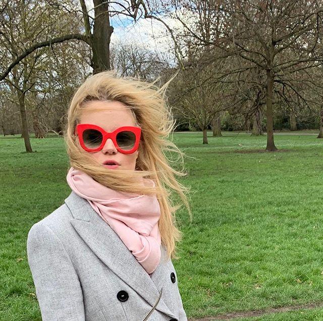 Instant volé-magique... 💋 🍭 🌸 🍭 🌸 🍭 🌸 🍭 #anaisdelys #FleurSucette #RomanticRebellion  #Contemporaryart #Contemporaryartcollector #newyorkmagazine #idmagazine #Tate #moma #artnet #artsy#Whitecube #Gagosian #perrotin #chateaulacoste #elleuk #elleusa #vogue #britishvogue #vogueuk #wmagazine #harpersbazaar #vanityfair #voguejapan#howtospendit #TheArtsClub #Frieze #dazedandconfused #Cannes2019 #Cannes