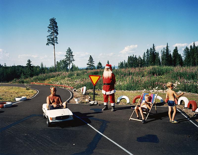 """Tomteland, Mora, 1998. Ur serien """"Landet utom sig"""""""