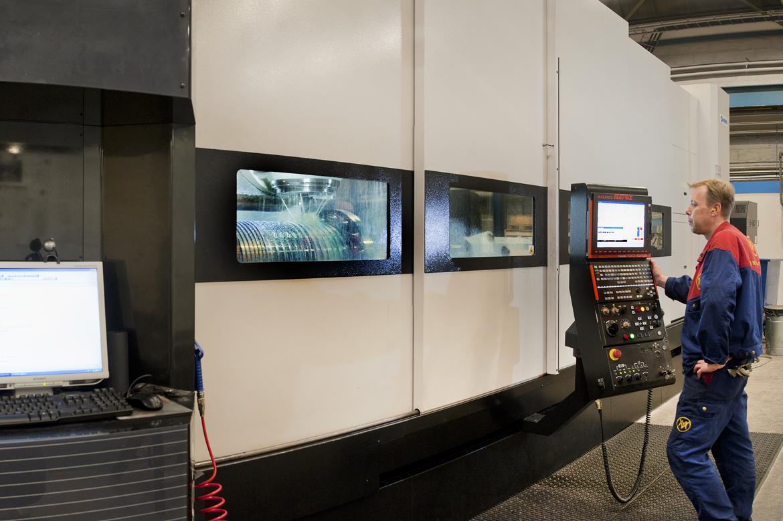 ....MAZAK machining FOR QUALIFIED PROCESSING..MAZAK fleroperationsmaskin för kvalificerad bearbetning....