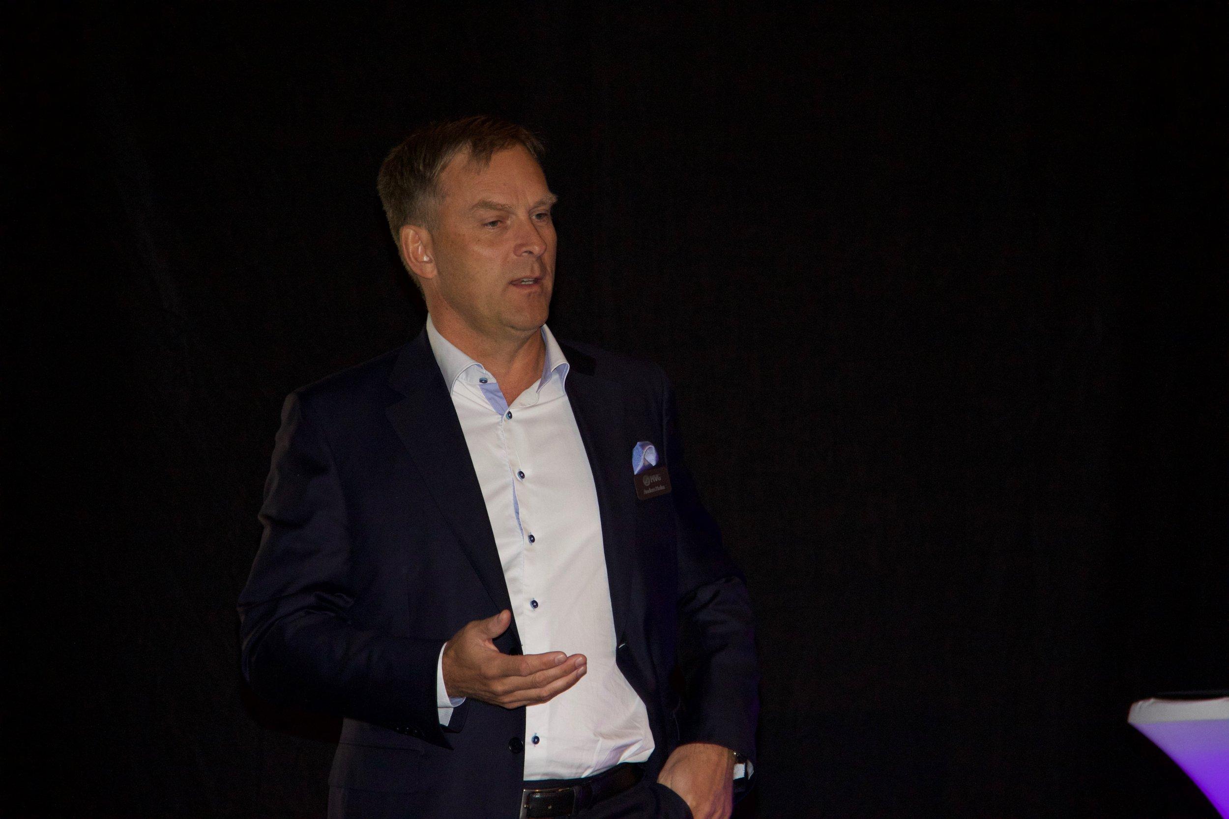....MVG CEO Anders holm in introductory speech..Anders holm vd mvg introducerar bakgrunden för mvg....
