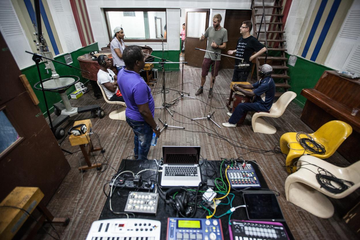 Soundspecies & Ache Meyi in EGREM studios