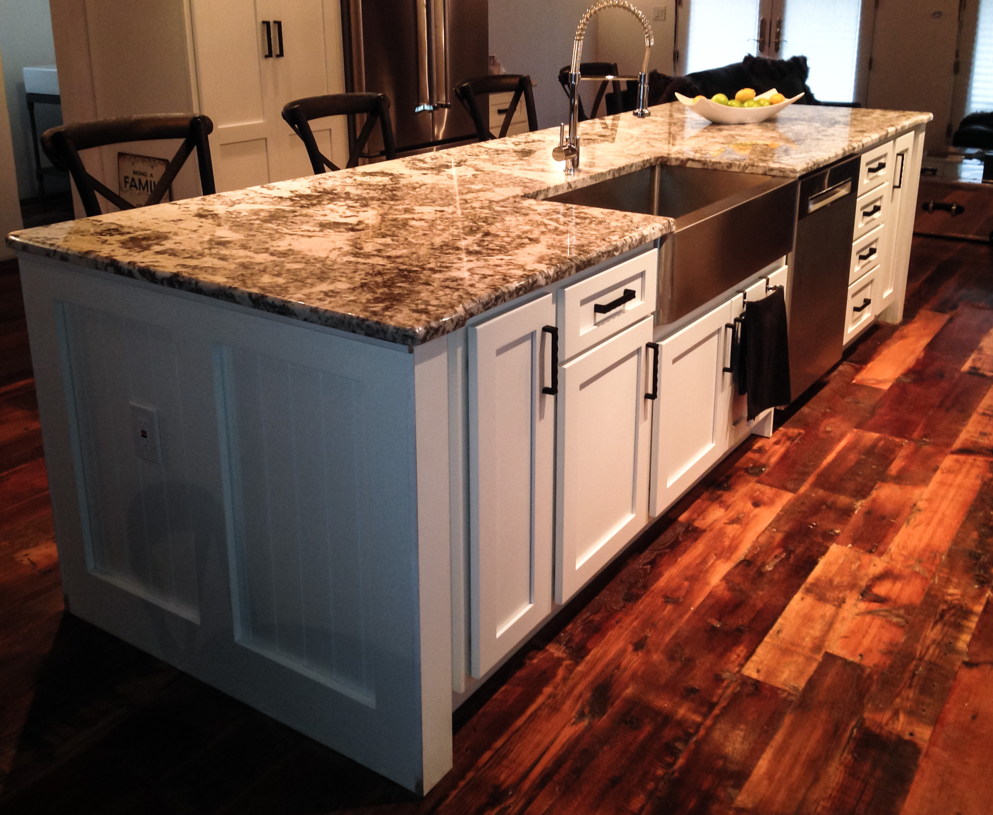 Farmhouse Kitchen - Custom Island Design
