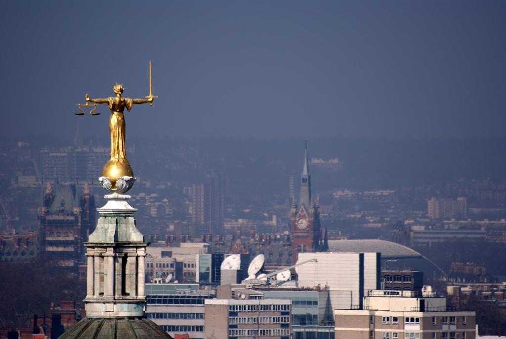 Justice statue Vicente VillamOn.jpg