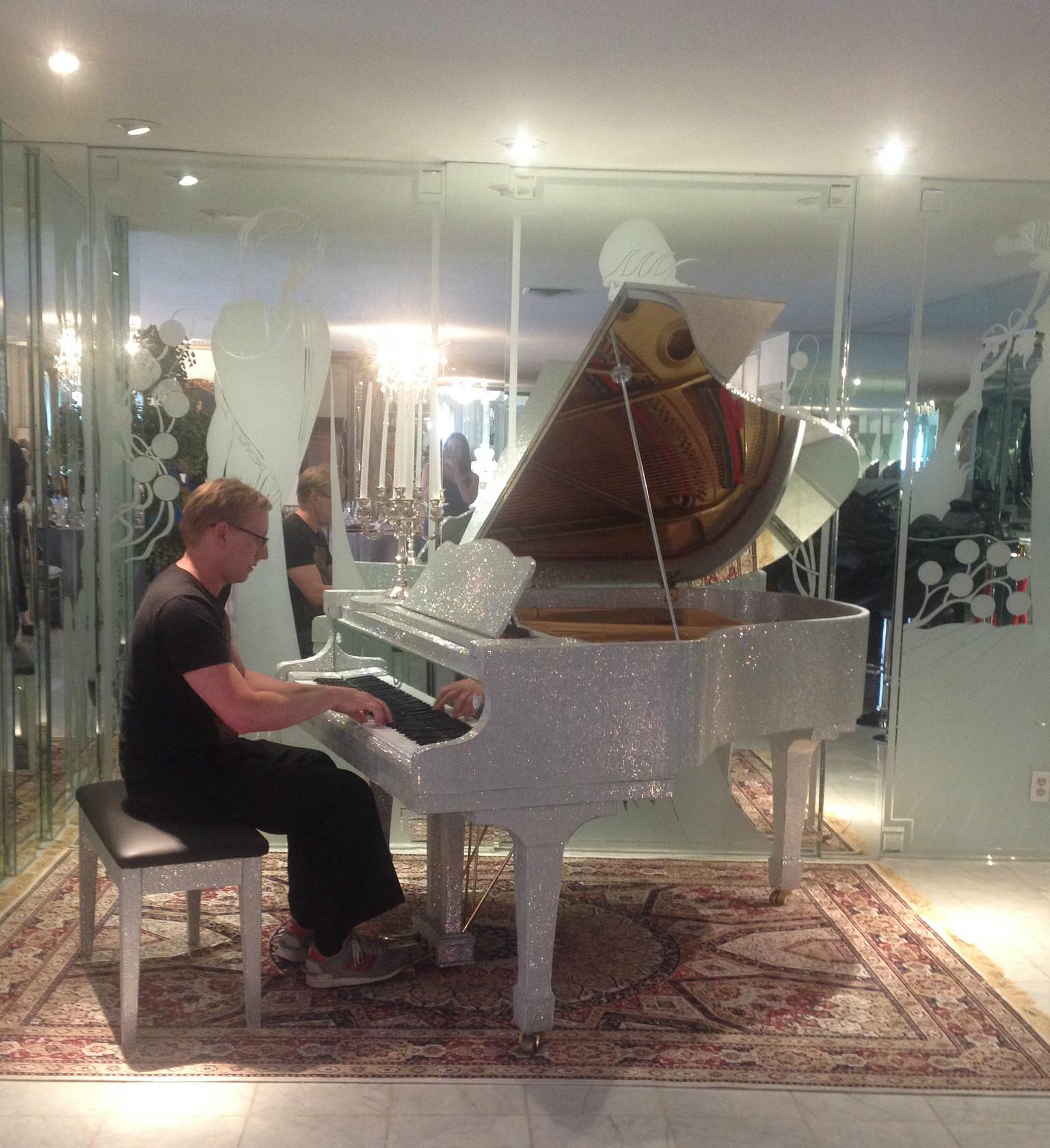 Liberace Mansion pianoedited.jpg