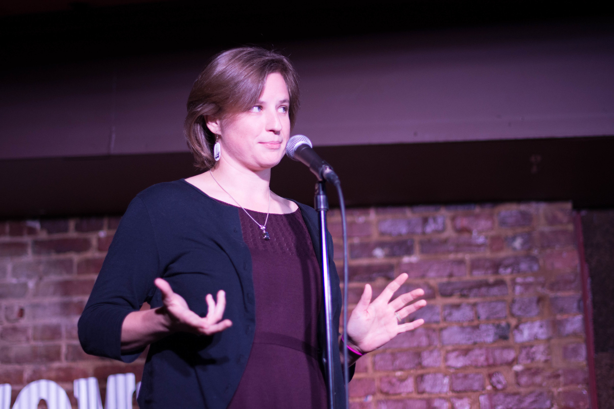 Skylar Bayer shares her story with Story Collider at the Beir Baron Tavern in Washington DC in October 2018. Photo by Lauren Lipuma.