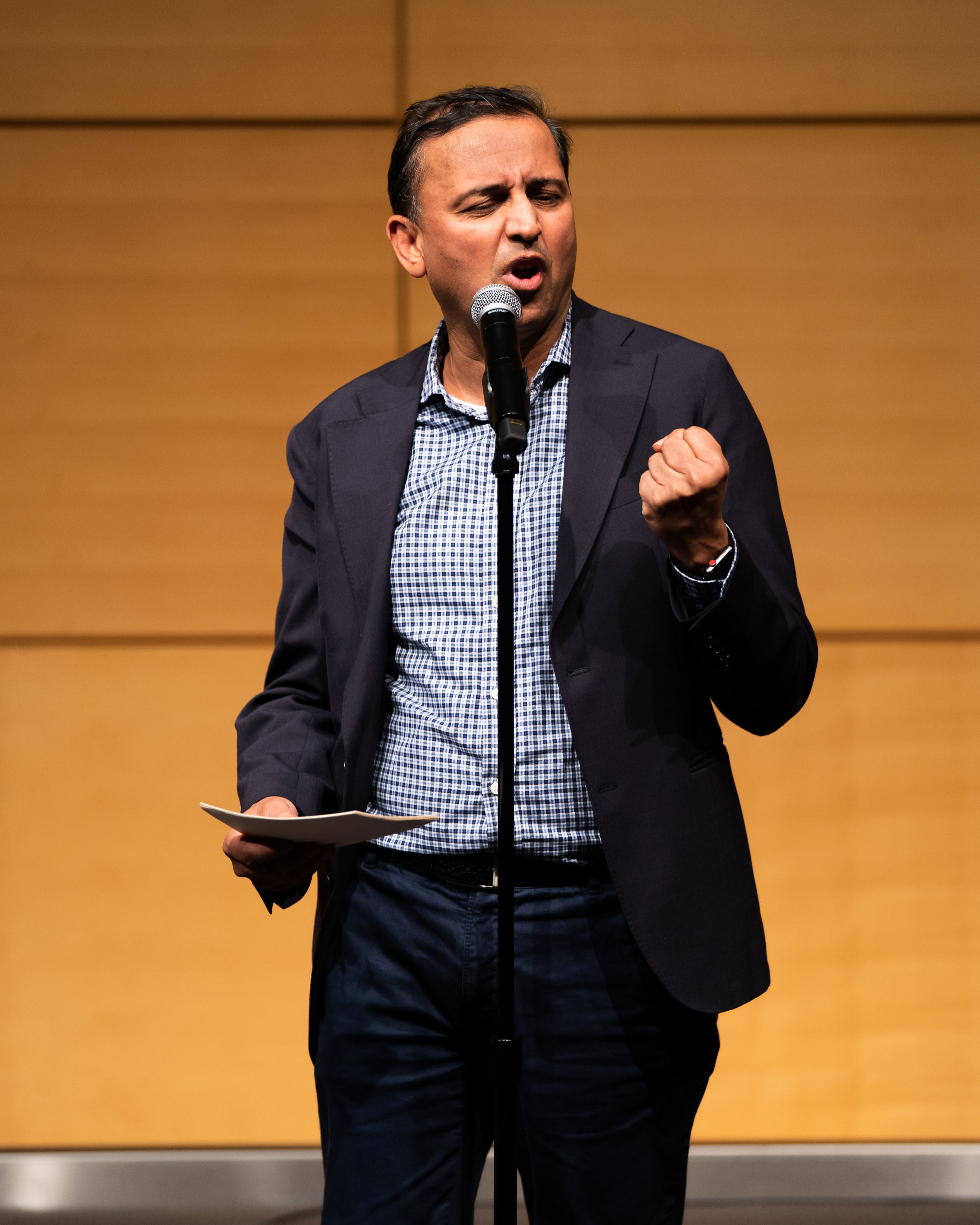 Bhuvanesh Singh shares his story with the Story Collider audience at the Mortimer B. Zuckerman Research Center auditorium in New York City in December 2018. Photo by Zhen Qin.