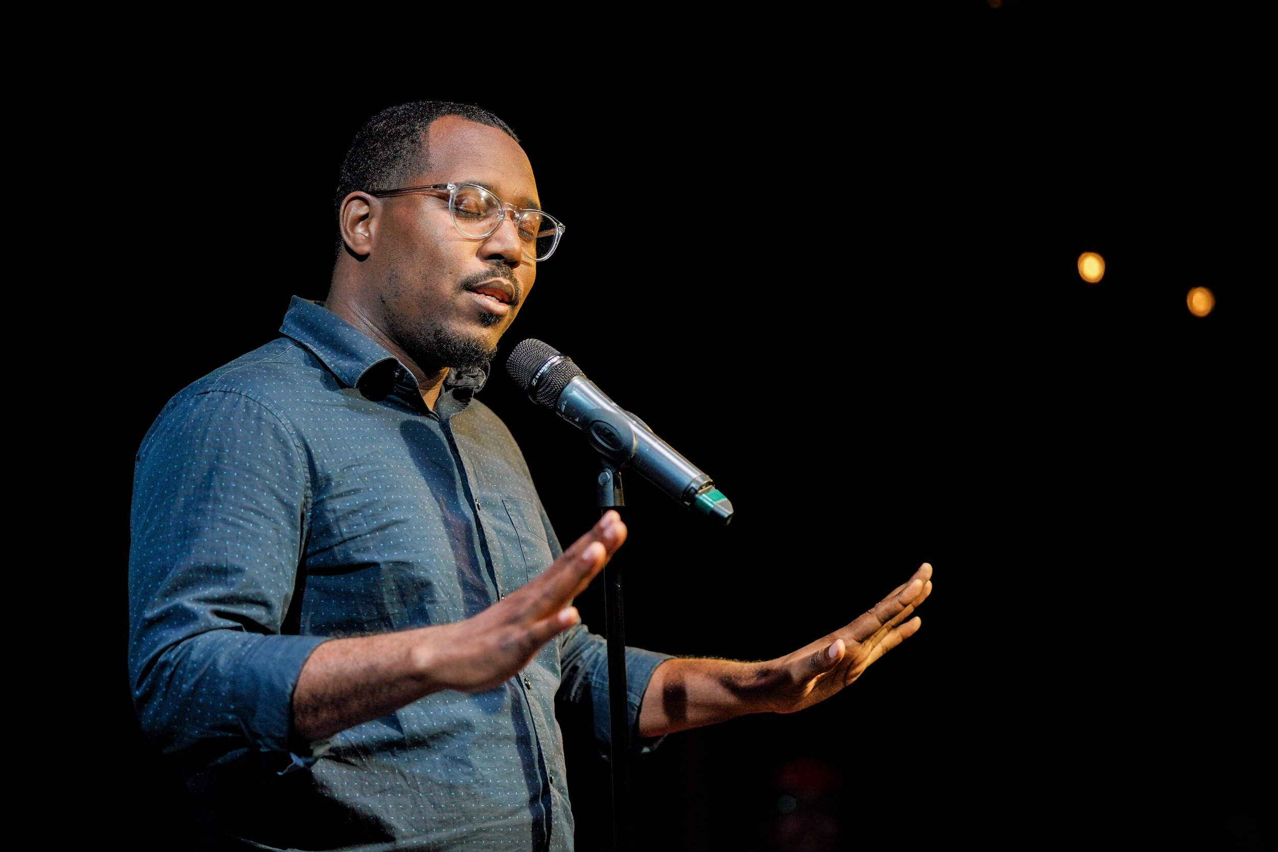 Alvin Irby shares his story with the Story Collider audience at Caveat in New York City in July 2019. Photo by Zhen Qin.