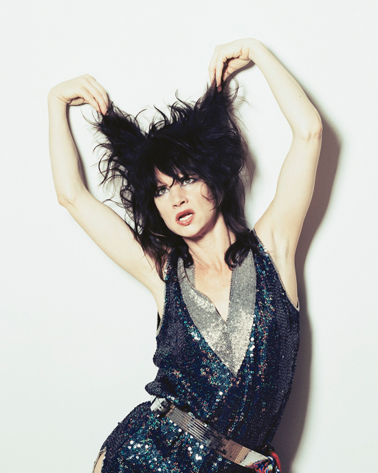 Got A Girl Crush On : Juliette Lewis   An original Hollywoodbad girl witha filmography catalog burning full of classics ( National Lampoons Christmas Vacation, What's Eating Gilbert Grape, Natural Born Killers, Cape Fear ….) allgrown up into a  rockstar .Makes sense, right?   (photo by ryanpfluger )
